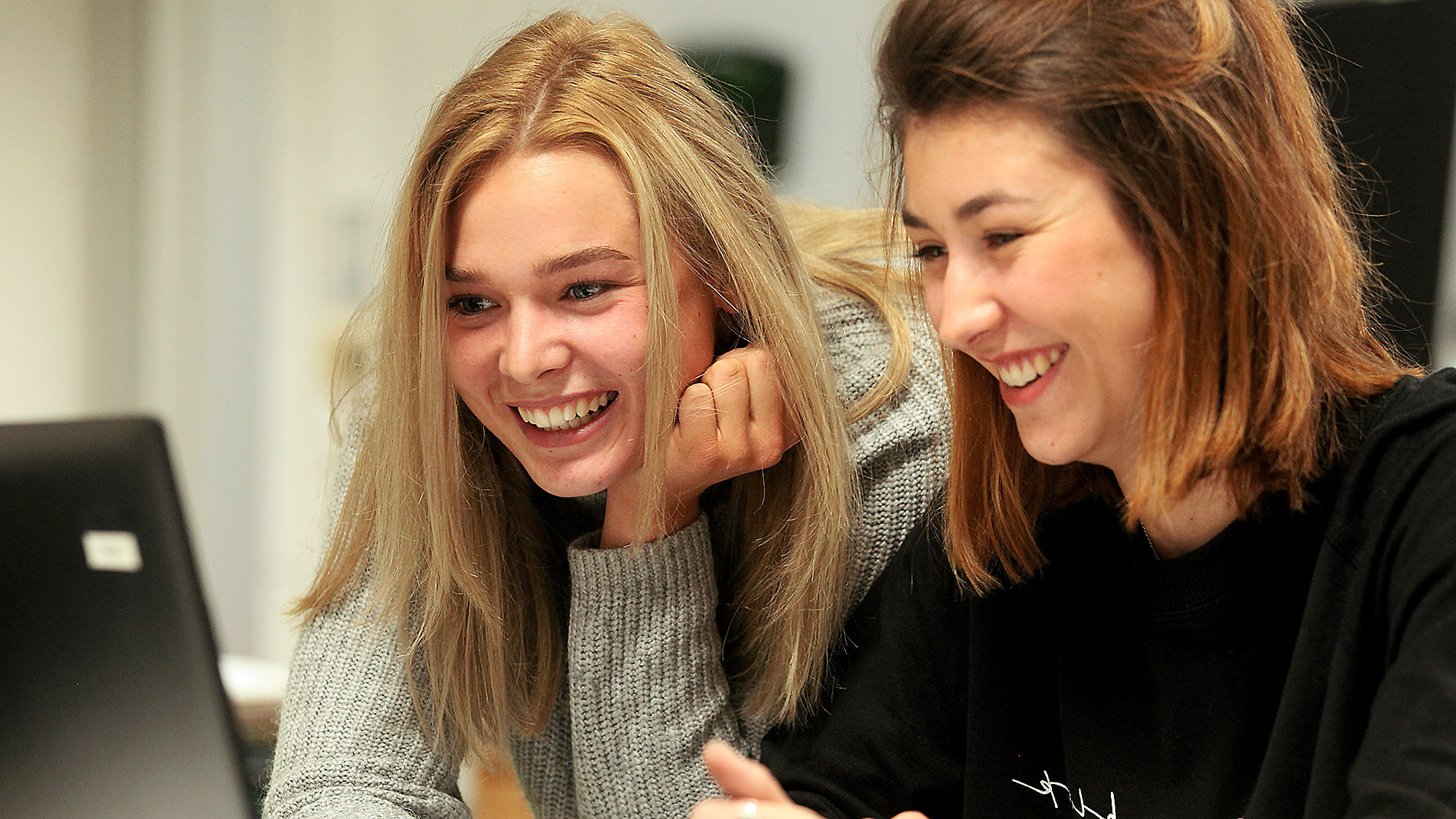 Schülerinnen im Unterricht